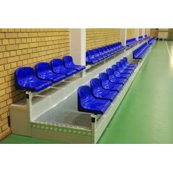 Pevné tribúny s plastovými sedadlami a prekrytím podstupňov